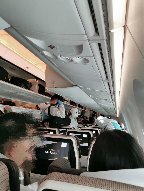 前往北京的航班上,多数乘客全副武装。 本文图片均由受访者提供